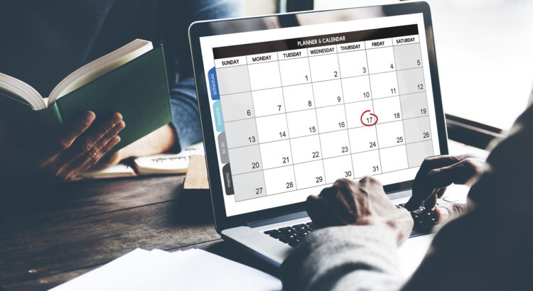 Вывести на PHP месяц и день недели на русском