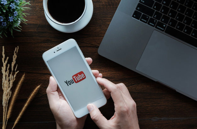 Как встроить видео с YouTube канала на сайт